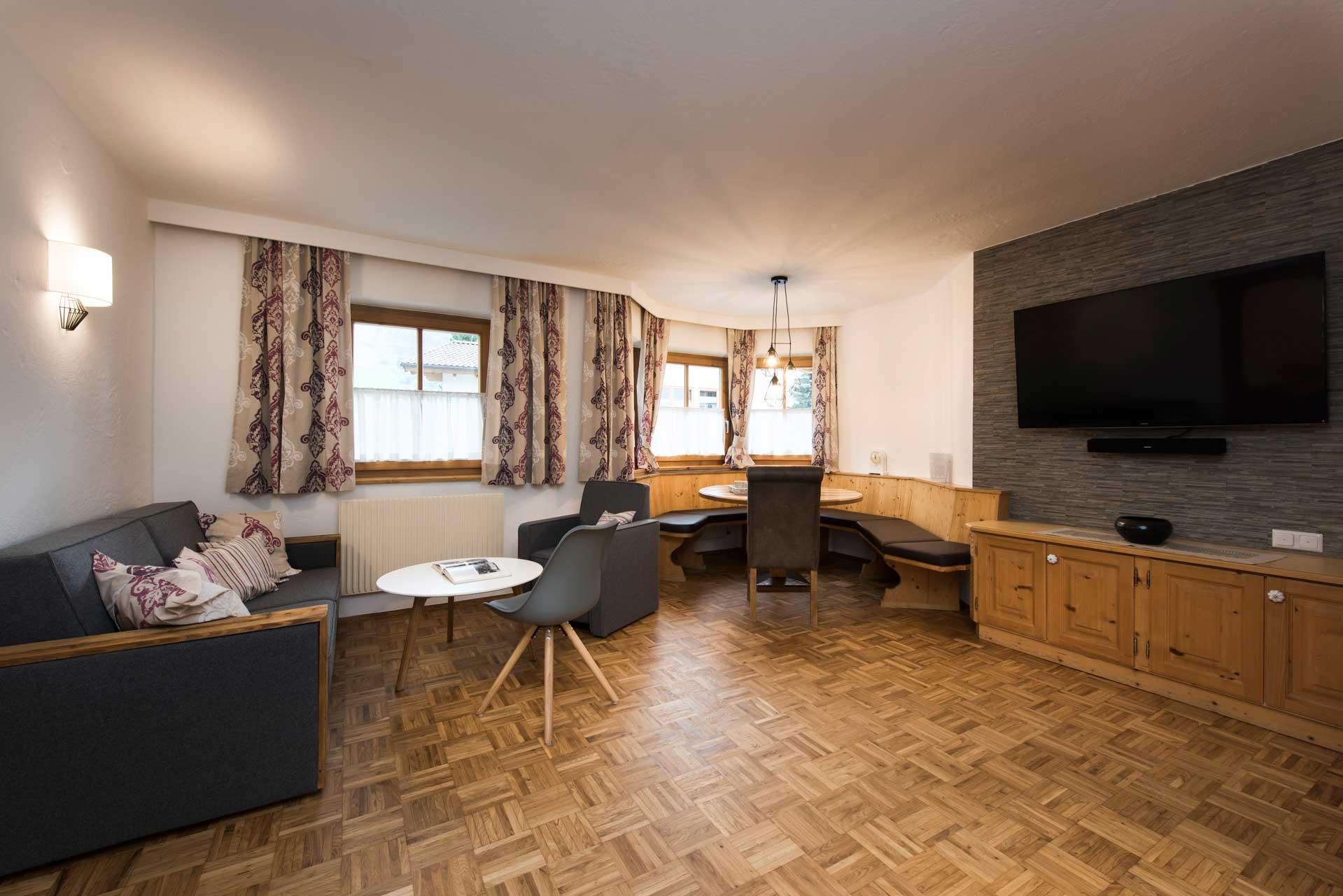 Ferienwohnung Siebenschläfer in Neustift im Stubaital - Wohnbereich mit TV & SAT